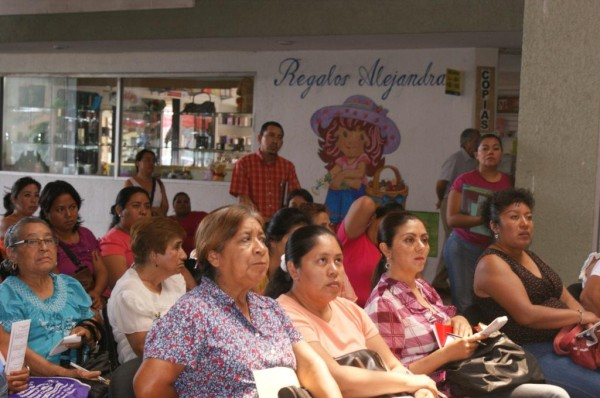 Las mujeres ocupan más horas de su tiempo a las tareas del hogar que los hombres. Foto: Icoso/Chiapas PARALELO