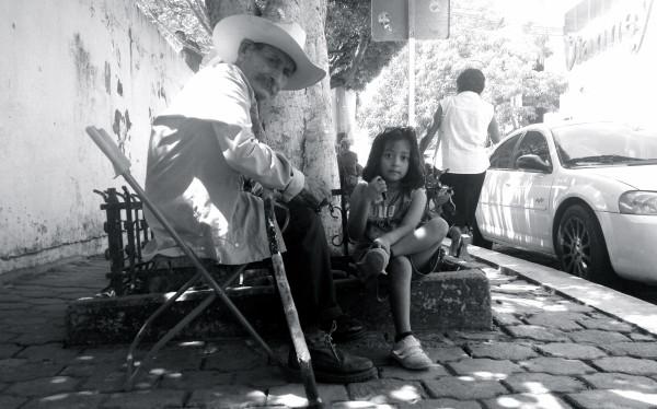 Personas de la tercera edad  sobreviven únicamente con los recursos de los programas sociales. Foto: Isaín Mandujano/Chiapas PARALELO