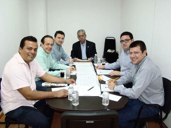 En la imagen, diputados locales que conforman la Comisión de Vigilancia del Congreso del Estado.  Foto: Chiapas PARALELO