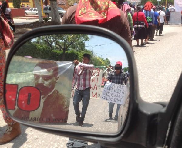 """""""Libertad"""",  de huipil, de bluejeans y choclos mineros, se repetía en ecos, en gorjeo de palomas y campanadas de la Catedral. Foto: Isaín Mandujano/Chiapas PARALELO"""