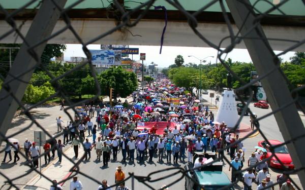 Maestros de Chiapas dan luz verde a la comisión única negociadora para que firme minuta de acuerdo con el gobierno de Chiapas. Foto: Isaín Mandujano/Chiapas PARALELO
