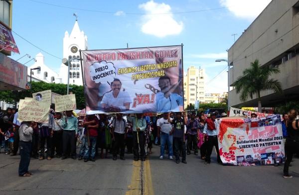 El 19 de junio de 2000 siete días después de la emboscada, cuando iba a su trabajo, 4 hombres de civil bajaron de una camioneta y se lo llevaron sin decir nada ni mostrar orden de aprehensión. Y aquí empieza el calvario y la lucha por la justicia que hoy continúan. Foto: Isaín Mandujano/Chiapas PARALELO