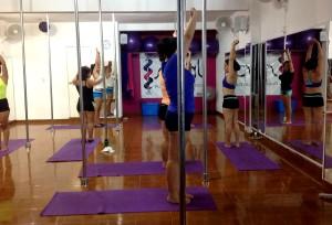 Para Alejandra Oropeza no ha sido fácil tener una academia del pole dance, pues se ha tenido que enfrentar a muchos prejuicios. Foto Isaín Mandujano/Chiapas PARALALEO