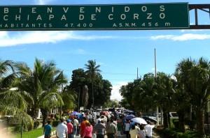 Padres de familia, alumnos y maestros también marcharon en Chiapa de Corzo. Foto: Radio Pozol/Chiapas PARALELO