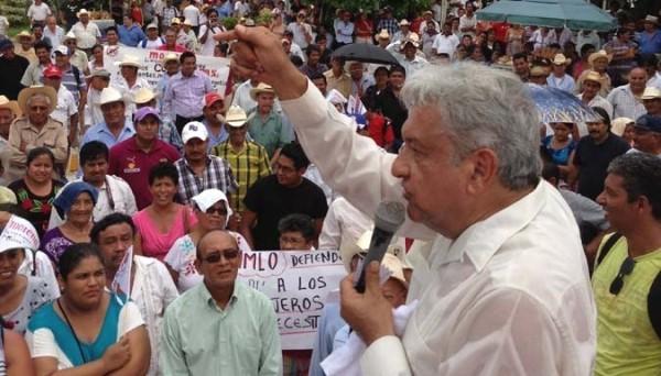 Con la restricción al programa Amanecer se deja vulnerables a miles de personas de la tercer edad, sostiene López Obrador. Foto: Archivo