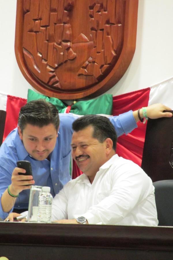 El presidente de la mesa directiva del Congreso del Estado, Fernando Castellanos Cal y Mayor y el vicepresidente de la mesa, Roberto Aquiles Aguilar.