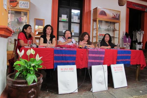 Integrantes de diversas organizaciones como el Colectivo de Mujeres de San Cristóbal, participan en esta campaña. Foto: Carlos Herrera/Chiapas PARALELO.