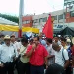 """El mitín de la movilización de hoy se realizó sobre la avenida central porque el parque fue ocupado por una """"feria"""". Foto: Chiapas Paralelo"""
