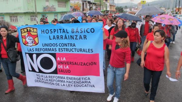 Integrantes del Sindicato del Sector Salud advirtieron que el gobierno federal prepara una nueva iniciativa para privatizar los servicios del sector salud. Foto: Carlos Herrera