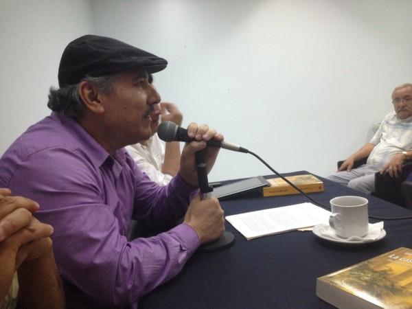 Héctor Cortés Mandujano en la presentación del libro de Saúl López de la Torre, La casa de bambú