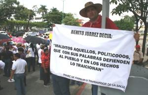 Padres de familia como don Julio Cruz Mayorga, salieron a dar su apoyo al movimiento magisterial.
