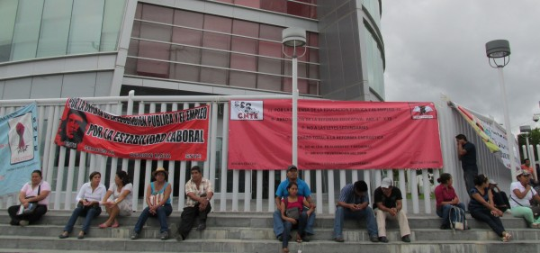 Pedro Gómez Bamaca del Comité Ejecutivo Estatal de la CNTE comentó que hasta ahora los docentes no han sufrido descuentos económicos, ni tampoco alguno de ellos ha recibido notificación de algún cese de su trabajo.