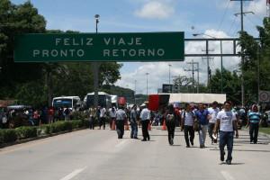 Los maestros anunciaron que incrementarán sus acciones si el gobierno se niega a recibirlos y escuchar sus propuestas. Foto: Isaín Mandujano/Chiapas PARALELO