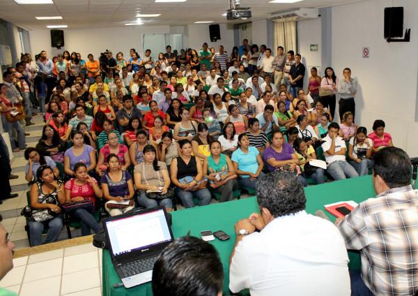 """Gobierno de Chiapas dio a conocer  que enviará  más de 200 docentes interinos para suplir a maestros que participan en movilizaciones contra la """"reforma educativa"""". Foto: Icoso"""