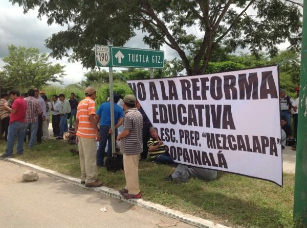 Maestros mantienen campaña de información ciudadana. Foto: Isaín Mandujano/Chiapas PARALELO