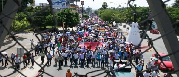 Maestros llevan 25 días de manifestaciones contra la Reforma Educativa.