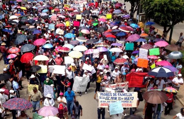 A un mes de iniciado el movimiento magisterial, su estrategia de lucha debe innovarse, para poder mantener la amplia base social con la que ahora cuenta. Foto: Ángeles Mariscal/Chiapas PARALELO