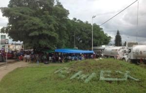 La toma de la planta de PEMEX podría repetirse con más horas de bloqueo en una próxima visita. Foto: Isaín Mandujano/Chiapas PARALELO