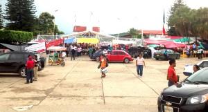 Unos 110 trabajadores de PEMEX pudieron salir de la palnta tras varias horas de diálogo con los maestros y maestras del SNTE. Foto: Isaín Mandujano/Chiapas PARALELO