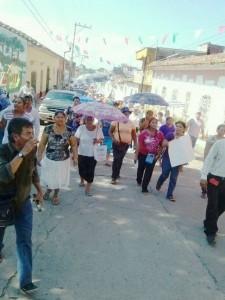 Este 2 de octubre, estudiantes, maestros, sindicalistas y padres de familia se manifestaron en todas las regiones de Chiapas, en contra de las reformas estructurales de Enrique Peña Nieto. En la imagen padre de familia de Pijijiapan.