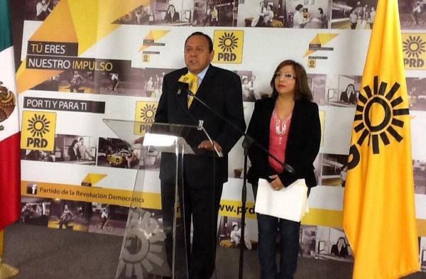 La diputada local del PRD interpuso la denuncia penal en la PGJE de Chiapas e hizo la denuncia pública en el DF junto a su líder nacional del partido, Jesús Zamabrano.