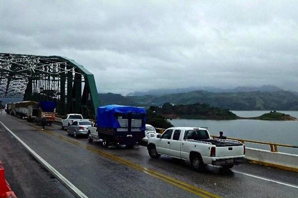 Maestros y maestras se han manifestado en carreteras federales, y bloqueado la entradas a instalaciones de PEMEX. Foto: Cortesía/Chiapas PARALELO