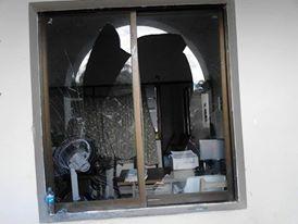 Vidrios rotos y papelería quemada dejó la manifestación que realizaron pobladores de Comalapa.