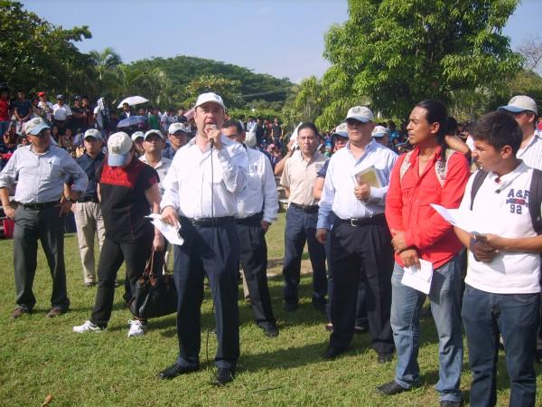 Durante cuatro horas alumnos y alumnas analizaron con el Rector Jaime Valls Esponda, sus demandas. Foto: Cortesía Chiapas PARALELO