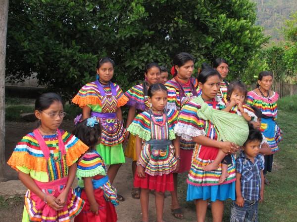 El PPEF vulnera los derechos de las mujeres de grupos étnicos, ya que la propuesta 2014 del Ejecutivo elimina el Programa de Acción para la Igualdad de Género en la Población Indígena, y contempla que los recursos se asignen en el nuevo Programa para los Derechos Indígenas, el cual aglutina una serie de problemáticas y aspectos, no sólo la salud. Foto: Ángeles Mariscal/Chiapas PARALELO