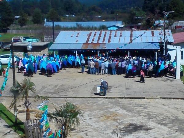 Asamblea en Mitzitón para crear la primera Policía Comunitaria en Chiapas.