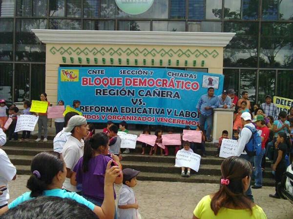 En Venustiano Carranza, maestros de la Sección VII y 40 tomaron la alcaldía con el apoyo de padres de familia. Foto Chiapas PARALELO