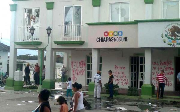 Queman y saquean la presidencia municipal de Altamirano. Foto: Cortesía/Chiapas PARALELO
