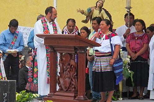 Samuel Ruiz García y aprendió a hablar los idiomas de las comunidades, comenzó a darse parte de la misa en lenguas indígenas hace más de 20 años. Foto: Chiapas PARALELO