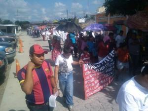 En Mapastepec también marcharon maestros y padres de familia.