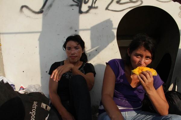 Mujeres migrantes en ruta. Foto: Moysés Zúñiga/Chiapas PARALELO