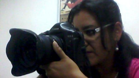 Valeria Martínez, fotógrafa profesional ofrecerá sesiones de fotos a cambio de víveres.