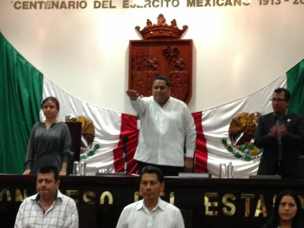 Toman protesta los nuevos integrantes de la mesa directiva del Congreso Local.