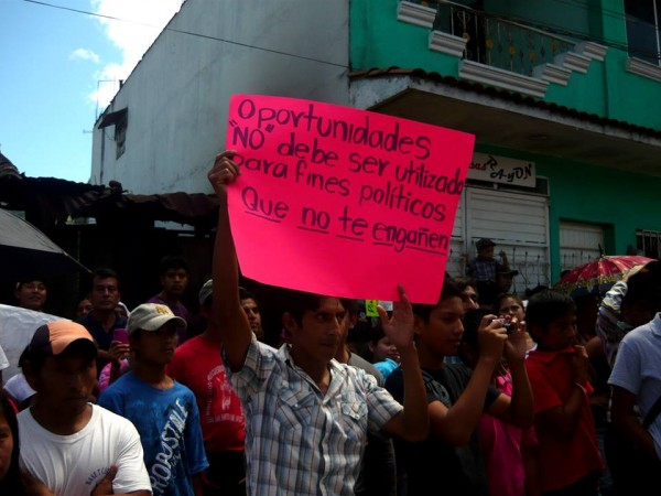 Aspecto de una d elas dos marchas que se llevaron a cabo el lunes 14 en el municipio de Rayón. Foto: Saúl Kak