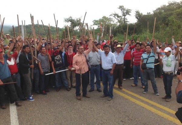 En el marco de este evento, Pedro Gómez Bámaca vocero y líder de la Sección VII anunció la adhesión a la CNTE de la Asamblea Estatal Democrática de la Sección 40 del SNTE. Foto: Isaín Mandujano