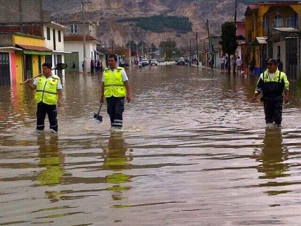 La basura y lodo que tienen  alcantarillas y los lechos de los arroyos provocaron las inundaciones. Foto: Amalia Avendaño