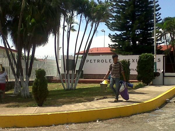 Durante cinco día maestros mantuvieron un plantón en las afueras del centro de almacenamiento de PEMEX en Tuxtla, Chiapas: Foto: Ángeles Mariscal/Chiapas PARALELO