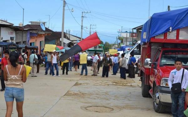 Las manifestaciones magisteriales contra la Reforma Educativa se han mantenido constantes durante los últimos 32 días. Foto: Cortesía, marcha Tumbalá.