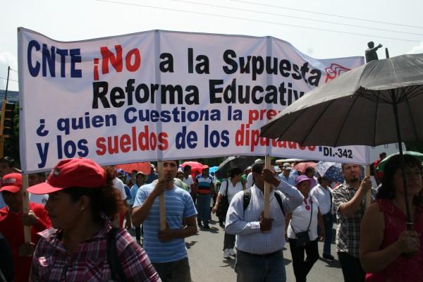 Maestros y maestras han detectado a infiltrados dentro de su movimiento, quienes buscarían provocar un acto de represión. Foto: Ángeles Mariscal/Chiapas PARALELO