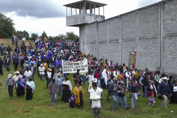Pegrinación en pro de la libertad de Alberto Patishtán en el penal de San Cristóbal de Las Casas. Foto: Moysés Zúñiga/Chiapas PARALELO