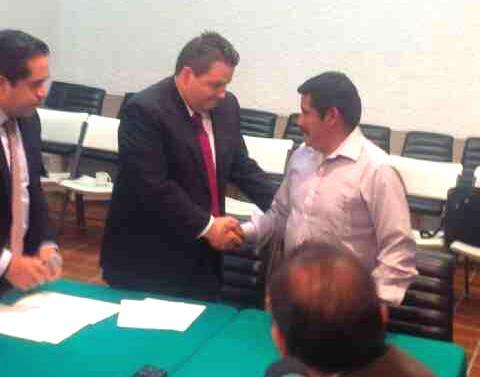 """""""Por instrucción de @osoriochong he notificado a Alberto #patishtan el indulto otorgado por @EPN: tuiteó jorge Márquez, en su cuenta @jmarquezxm13 y anexó esta foto."""