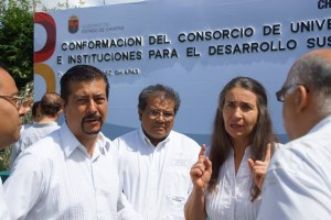 Julia Carabias con el delagado de la Semarnat en Chiapas. Foto: Cortesía