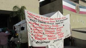 Desde el 07 de Octubre las 19 familias están en plantón afuera de Palacio de Gobierno. Foto: Sandra de los Santos/Chiapas PARALELO.