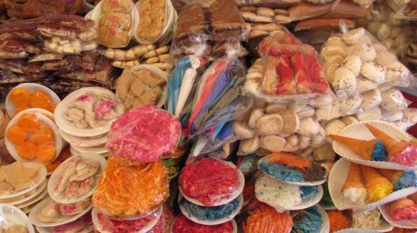 Me gusta comprar los dulces tradicionales en los mercados, quizá porque, además de sus sabores, uno de los elementos que me atrae más es observar la manera en cómo están colocados.