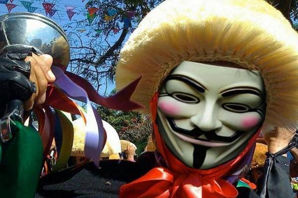 """Gustavo Maldonado criticó a través de videos donde utilizaba la máscara de """"V"""", a los gobiernos de Chiapas y de Tuxtla. Foto: Publicada en el muro del Facebook de Maldonado"""
