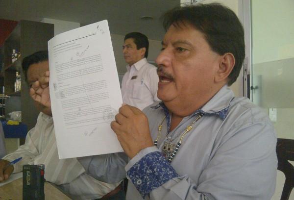 Presenta el abogado Horacio Culebro Borrayas, la documentación que entregó la Auditoría Superior de la Federación a la PGR y el juez federal de la causa contra Sabines: Foto: Isaín Mandujano/Chiapas PARALELO